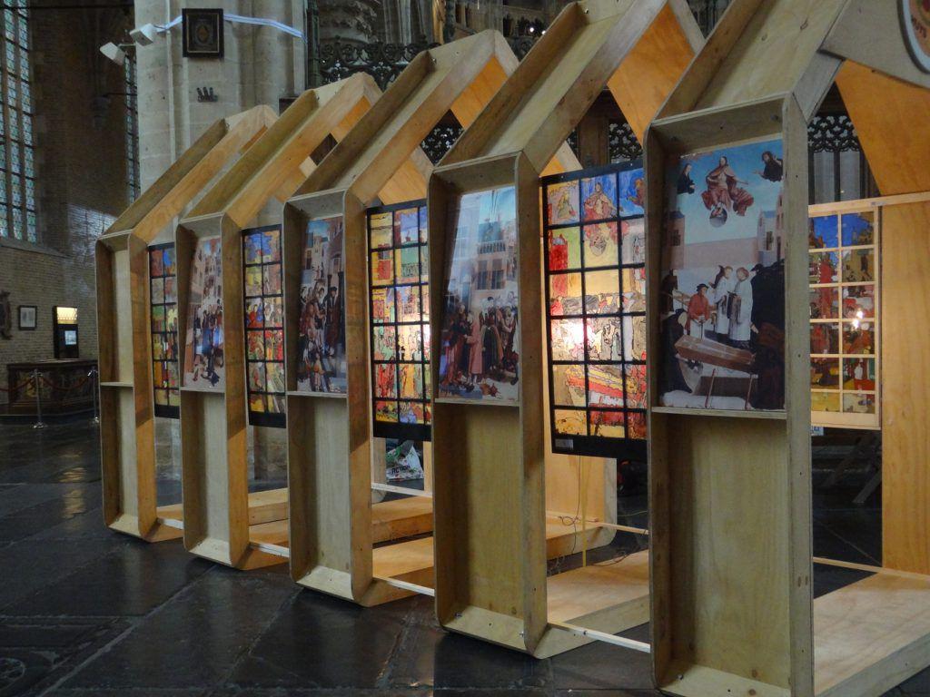 """""""glas-in-lood"""" panelen van de 7 Werken van Barmhartigheid"""